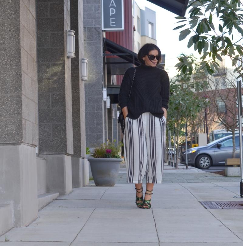 Vila Cropped Wide Leg Trouser in Wide Stripe-7